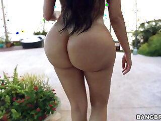 Huge ass Lela Star bouncing on a hard cock