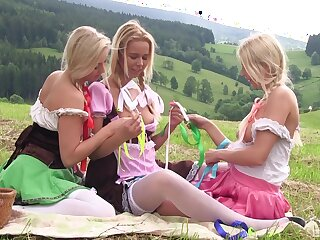 Awesome hookup in the valley for Cayla Lyons, Karol Lilien and Nikky Dream