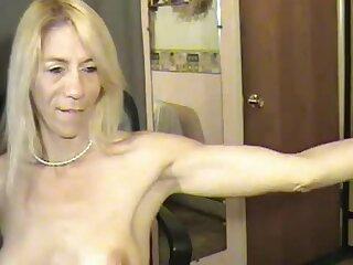 Mature Webcam Flexing 2